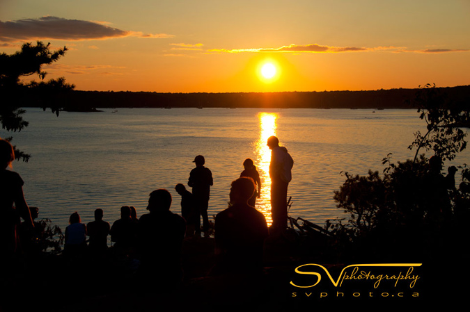 When the day nears its end, sunset lovers head to Harold Point, which offer beautiful views of the sun setting behind the trees in the distance.