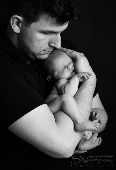father and newborn all scrunched up