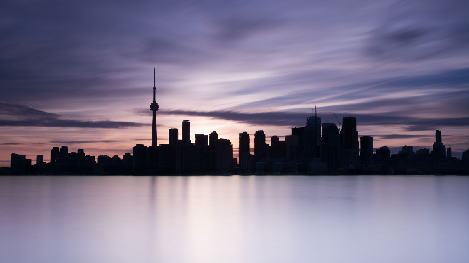 long exposure of the city line of toronto, ontario